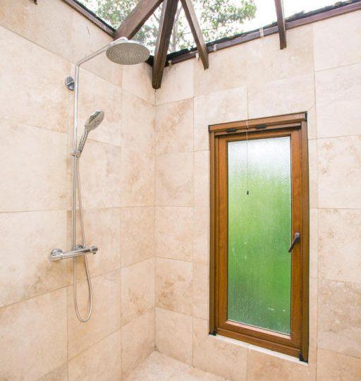 ceiba-hills-bali-shower