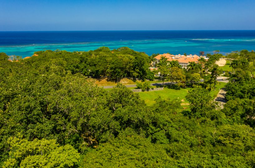 View over the lush jungle to the Caribbean from the north shore of Roatan in Sandy Bay