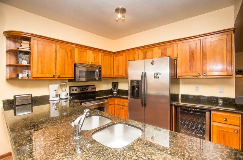 Gaming Suite (2nd floor) kitchen